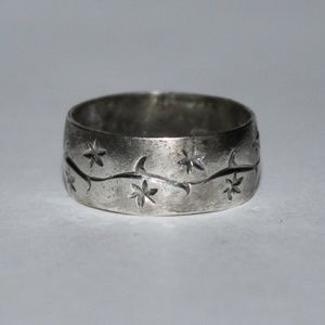Jewelry - Vintage sterling silver ring size 8